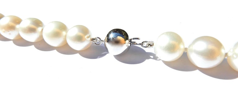 Graduated South Sea Pearl and 9 Carat White Gold Necklace For Sale 1