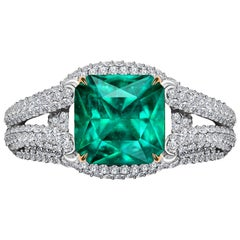 3,9 Carat Zambian Emerald Diamond 18 Karat White Gold Ring