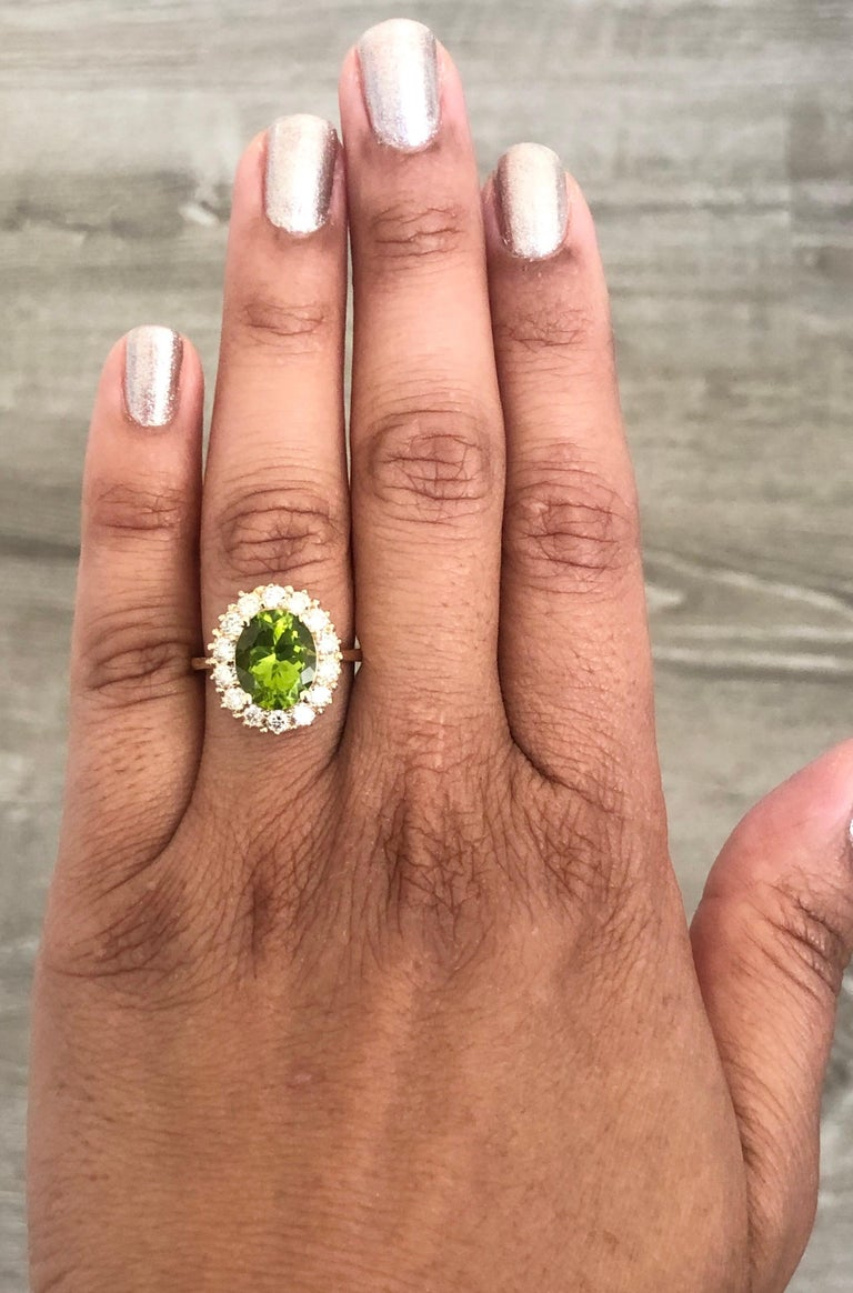 4.54 Carat Peridot Diamond 14 Karat Yellow Gold Ring In New Condition For Sale In Los Angeles, CA