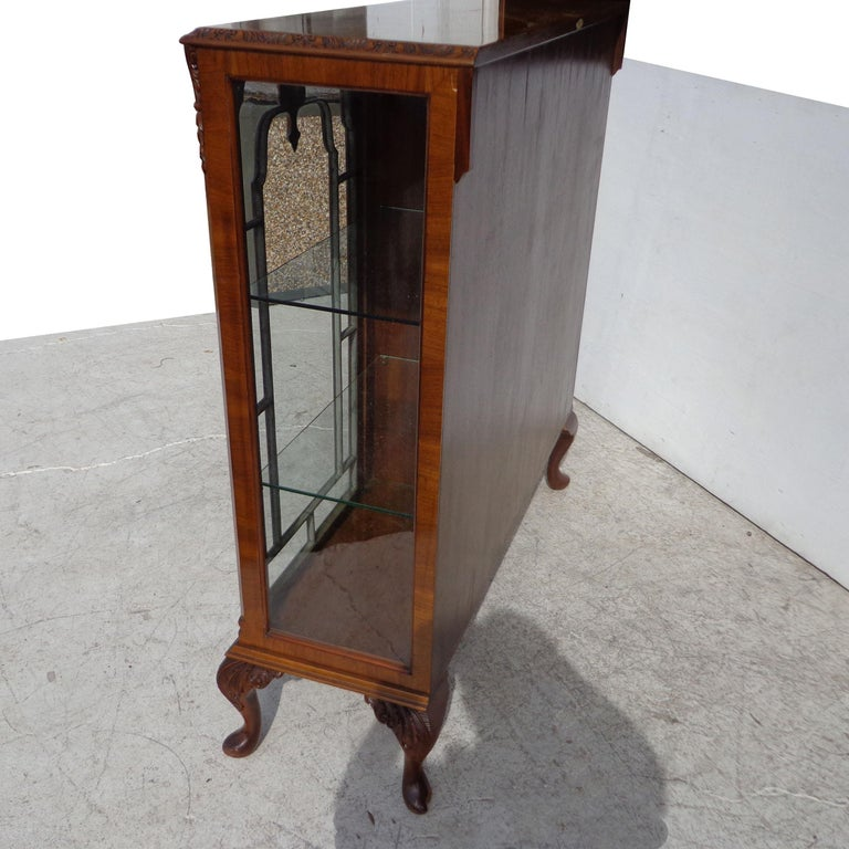 Art Deco Display Curio Cabinet In Good Condition For Sale In Pasadena, TX