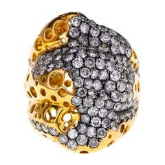 4.56 Carat Gray Diamond Set in a 22.87 Grams of 18 Karat Gold Dressy Ring