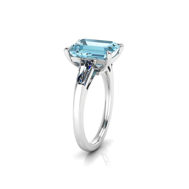 Art Deco 4.58 Carat Emerald Aquamarine 0.40 Carat Baguette Diamonds Cocktail Ring For Sale