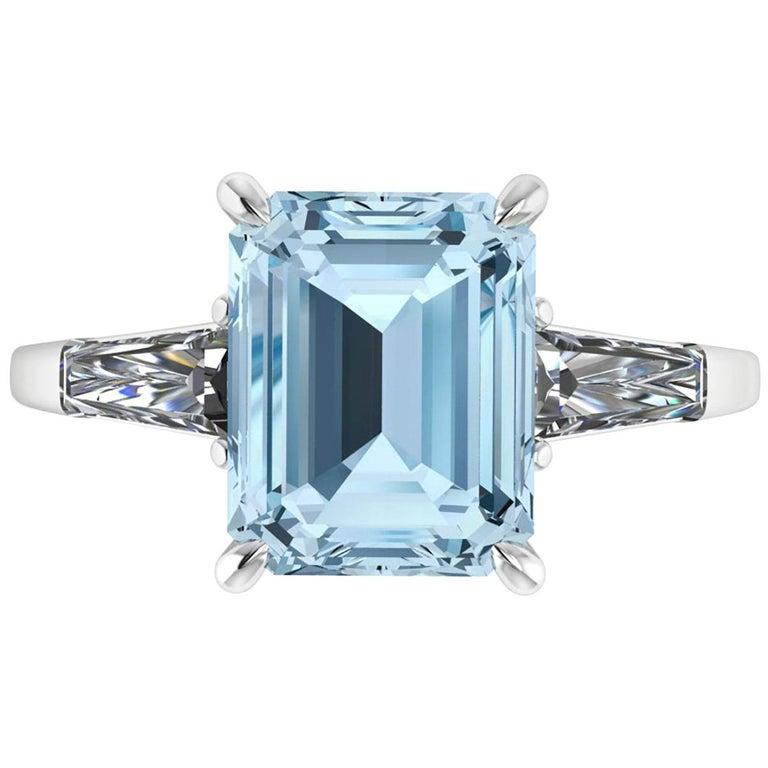 4.58 Carat Emerald Aquamarine 0.40 Carat Baguette Diamonds Cocktail Ring For Sale