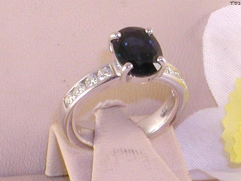 Contemporary 4.60 Carat 18 Karat White Gold Diamond Sapphire Engagement Ring For Sale