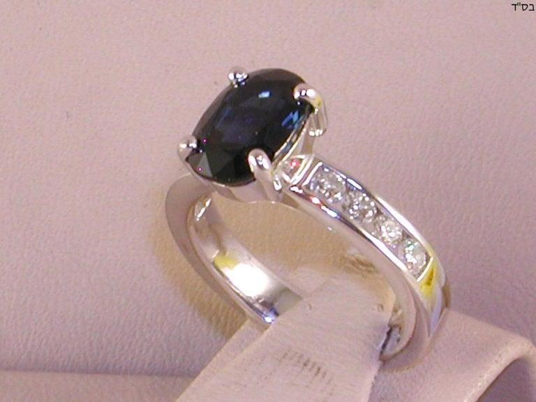 Round Cut 4.60 Carat 18 Karat White Gold Diamond Sapphire Engagement Ring For Sale