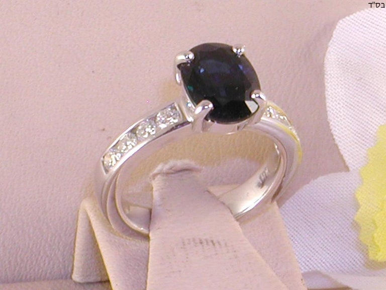 4.60 Carat 18 Karat White Gold Diamond Sapphire Engagement Ring In New Condition For Sale In Antwerp, BE