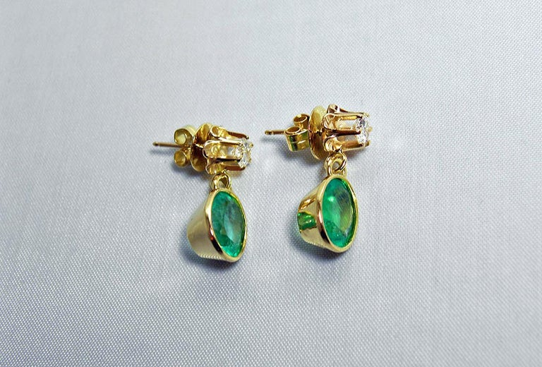4.60 Carat Victorian Style Natural Colombian Emerald Diamond Dangle Earrings 18K In Excellent Condition For Sale In Brunswick, ME