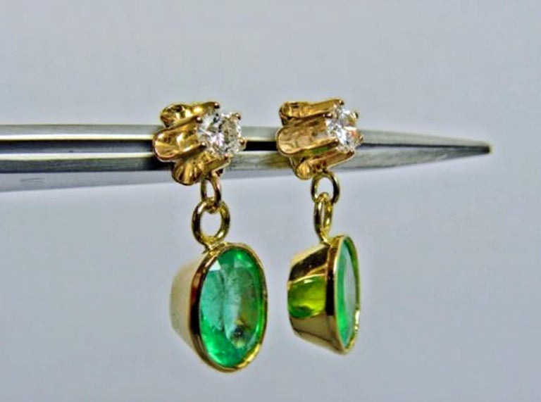 4.60 Carat Victorian Style Natural Colombian Emerald Diamond Dangle Earrings 18K For Sale 1