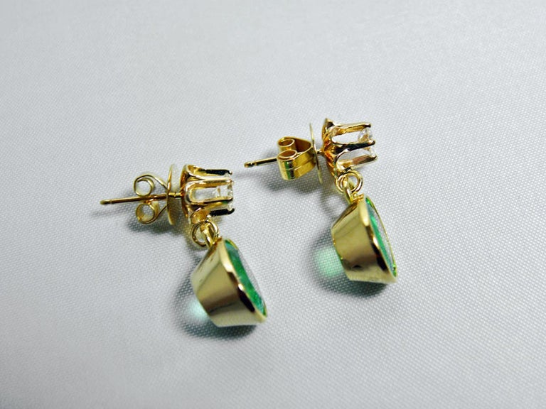 4.60 Carat Victorian Style Natural Colombian Emerald Diamond Dangle Earrings 18K For Sale 4