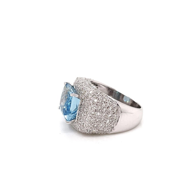 Modern 4.60ct Aquamarine and Diamond 18 Carat Gold Bombé Cluster Cocktail Ring For Sale