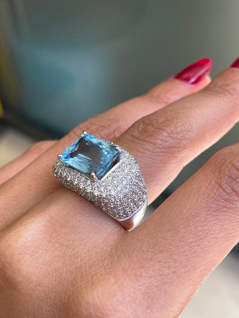 4.60ct Aquamarine and Diamond 18 Carat Gold Bombé Cluster Cocktail Ring For Sale 1