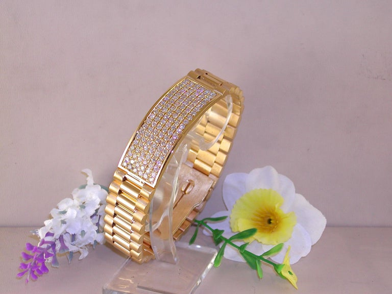 Gold: 18 kt yellow gold  Weight: 78.85 grams Diamonds: 4.62 ct. Colour: G  Clarity: VS2  Length: 20.5 cm / 8.10 inches Width: 1.70 cm. / 0.66 inch We can lengthen or shorten the bracelet if needed Condition: Brand New  All our jewellery comes with a