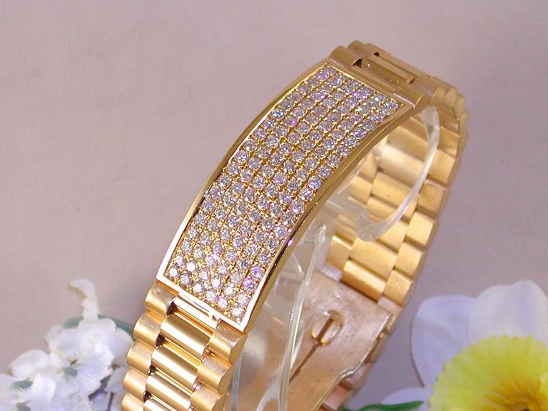 Contemporary 4.62 Carat 18 Karat Yellow Gold White Diamond Men's Bracelet For Sale