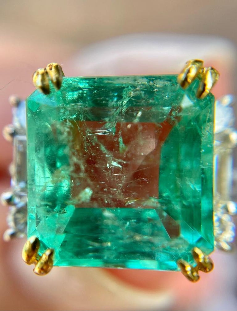 4.65 Carat Emerald-Cut Colombian Emerald and Diamond 18K Gold Ring For Sale 2