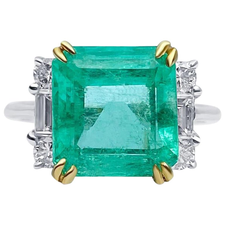 4.65 Carat Emerald-Cut Colombian Emerald and Diamond 18K Gold Ring For Sale