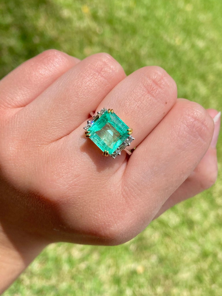 4.65 Carat Emerald-Cut Colombian Emerald and Diamond 18K Gold Ring For Sale 4