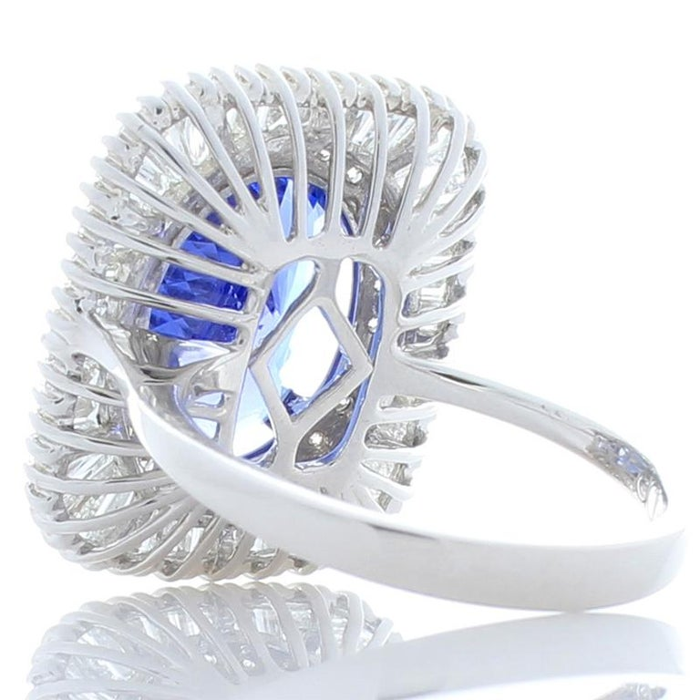 Contemporary 4.66 Carat Oval Tanzanite and Diamond Cocktail Ring in 18 Karat White Gold For Sale