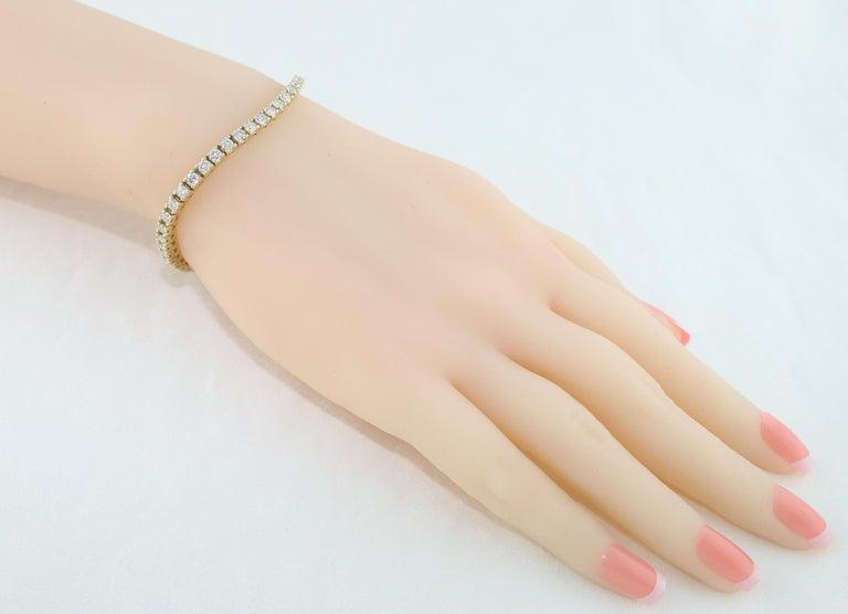 Contemporary 4.70 Carat Diamond Yellow Gold Tennis Bracelet For Sale