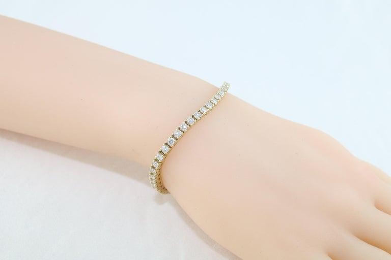 Round Cut 4.70 Carat Diamond Yellow Gold Tennis Bracelet For Sale