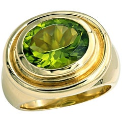 4.75 Carat oval Cut Peridot Chunky Cocktail Ring in 18kt Gold