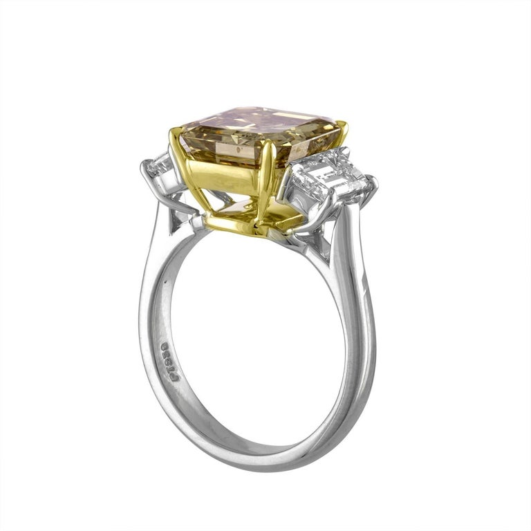 Emerald Cut Diamond And Platinum Ring With Two Trapezoids