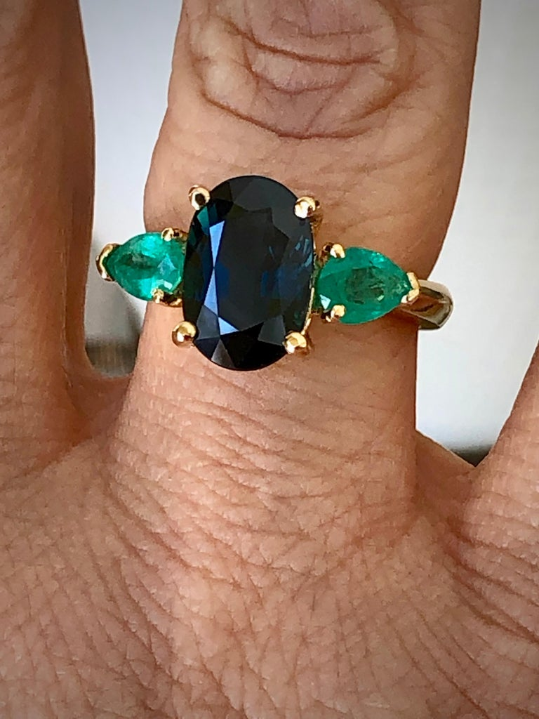 Contemporary 4.77 Carat Natural Cobalt Blue Sapphire & Colombian Emerald Engagement Ring 18K For Sale
