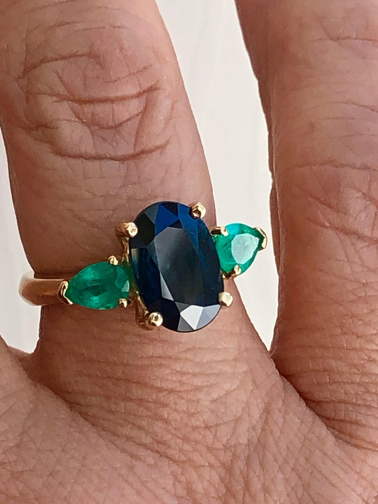 Oval Cut 4.77 Carat Natural Cobalt Blue Sapphire & Colombian Emerald Engagement Ring 18K For Sale