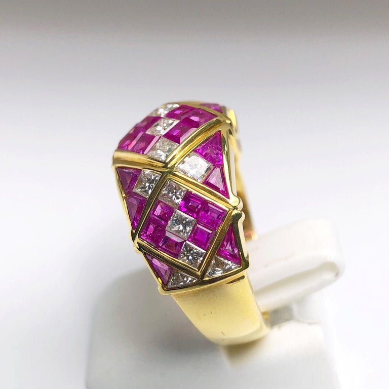 4.78Ct. Pink Sapphire and 1.20Ct. Diamond Harlequin Pattern 18Kt Gold Band Ring In New Condition For Sale In New York, NY