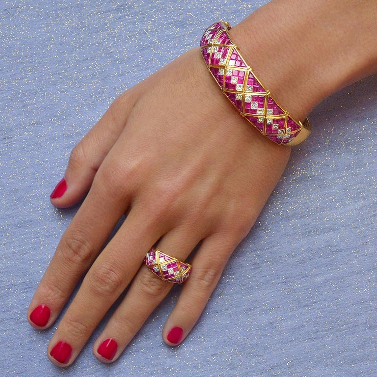 4.78Ct. Pink Sapphire and 1.20Ct. Diamond Harlequin Pattern 18Kt Gold Band Ring For Sale 2