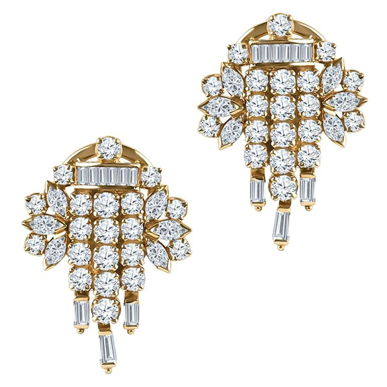 4.80 Carat Total Diamond Weight Set in 22 Karat Yellow Gold Earrings For Sale