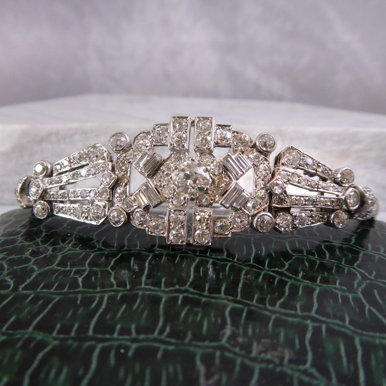 4.82 Carat Art Deco Diamond Bracelet, White Gold, circa 1930 In Good Condition For Sale In Yorkshire, West Yorkshire