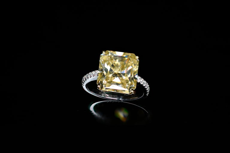 Contemporary 4.83 Carat Radiant Faint Light Yellow Moissanite 18 Karat Golden Engagement Ring For Sale