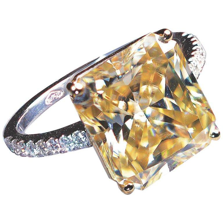 4.83 Carat Radiant Faint Light Yellow Moissanite 18 Karat Golden Engagement Ring For Sale