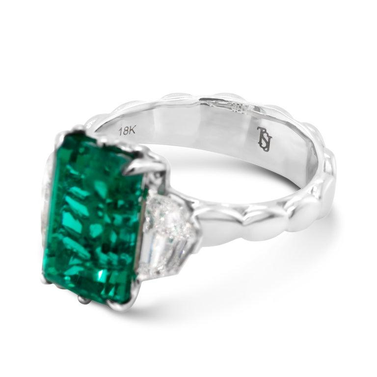 Women's 4.9 Carat No-Oil Russian Emerald 18 Karat Gold Diamond Cocktail Fashion Ring For Sale