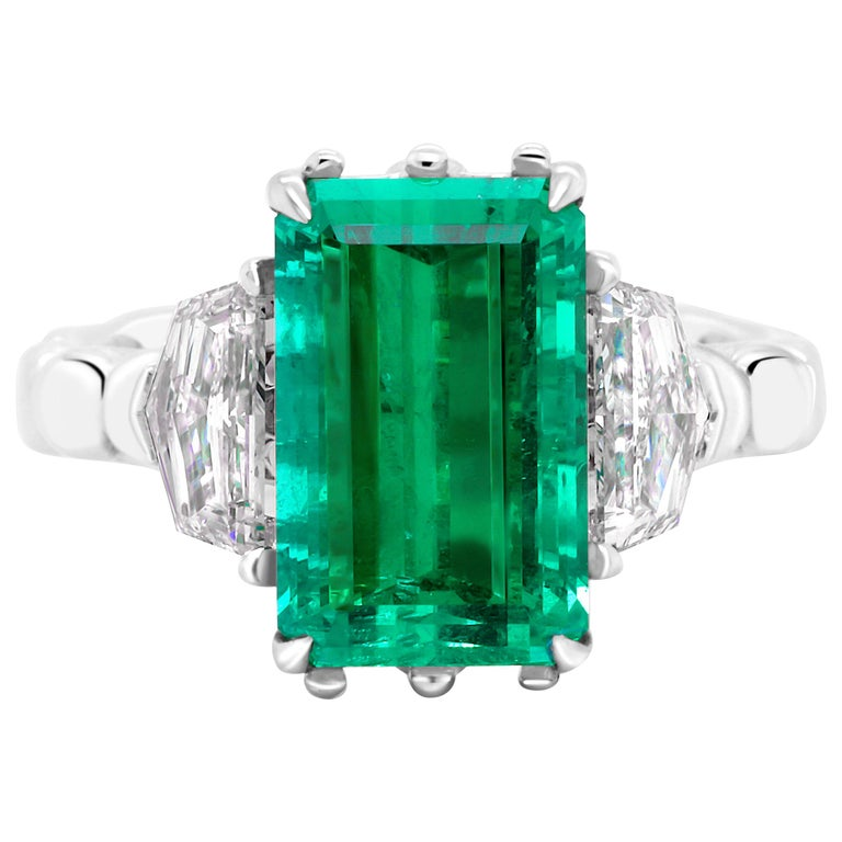 4.9 Carat No-Oil Russian Emerald 18 Karat Gold Diamond Cocktail Fashion Ring For Sale
