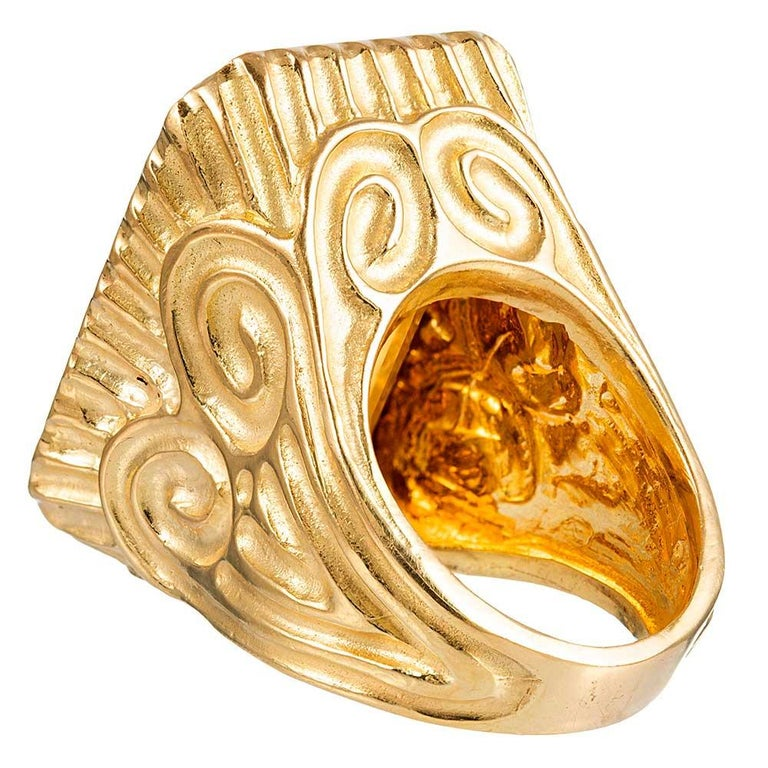 49.64 Carat Citrine and Carved Gold Ring In Good Condition For Sale In Carmel-by-the-Sea, CA