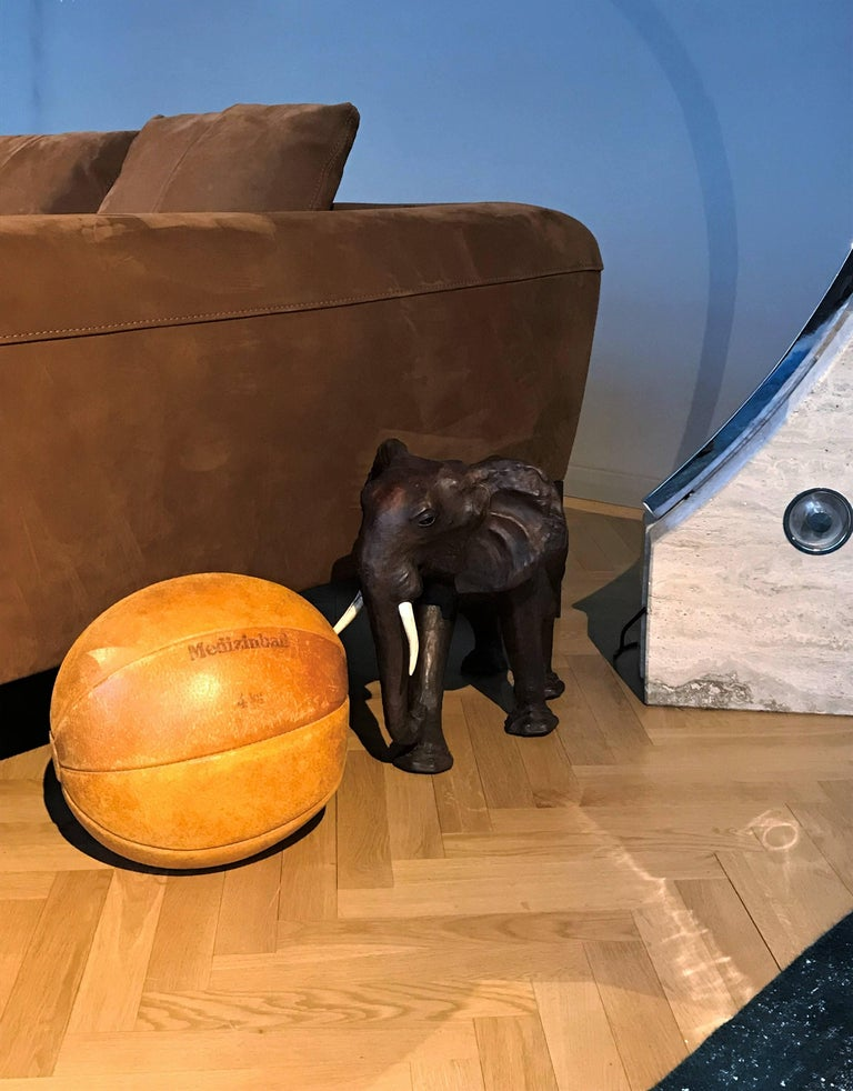 Vintage Leather Medicine Ball, 1930s Germany In Good Condition For Sale In Vienna, AT