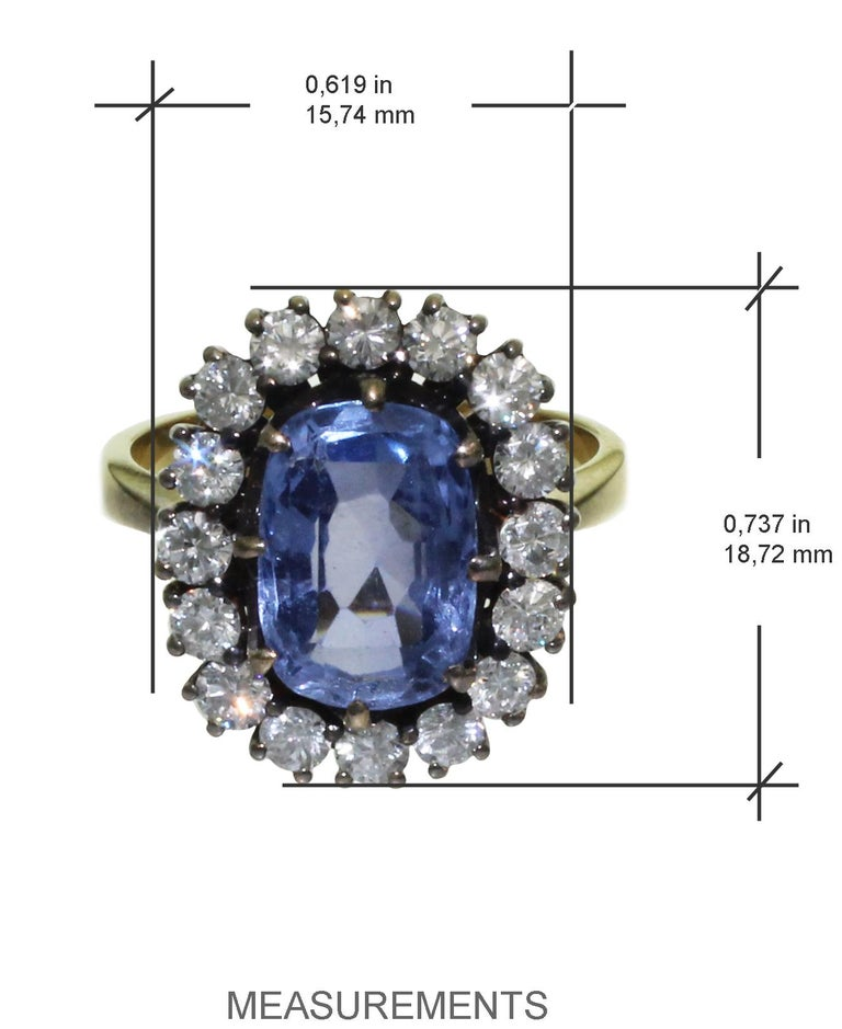 Contemporary 5 Carat Blue Ceylon Sapphire with Diamonds on Gold Engagement, Wedding Ring For Sale