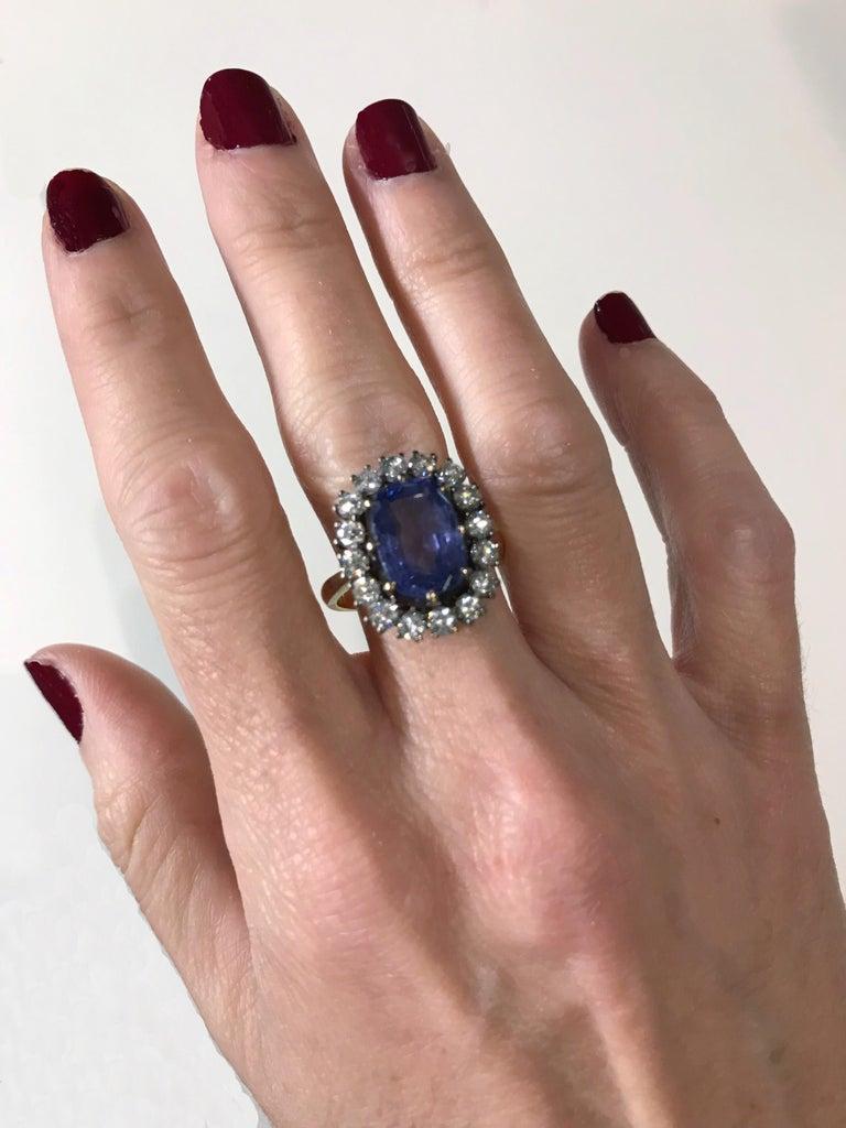 5 Carat Blue Ceylon Sapphire with Diamonds on Gold Engagement, Wedding Ring In Fair Condition For Sale In San Sebastián, ES