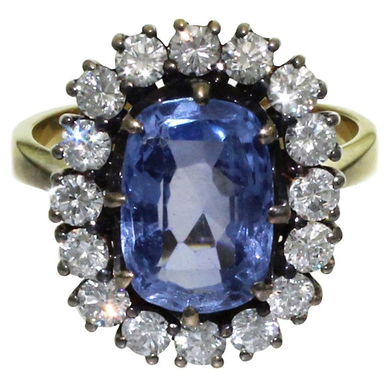 5 Carat Blue Ceylon Sapphire with Diamonds on Gold Engagement, Wedding Ring For Sale
