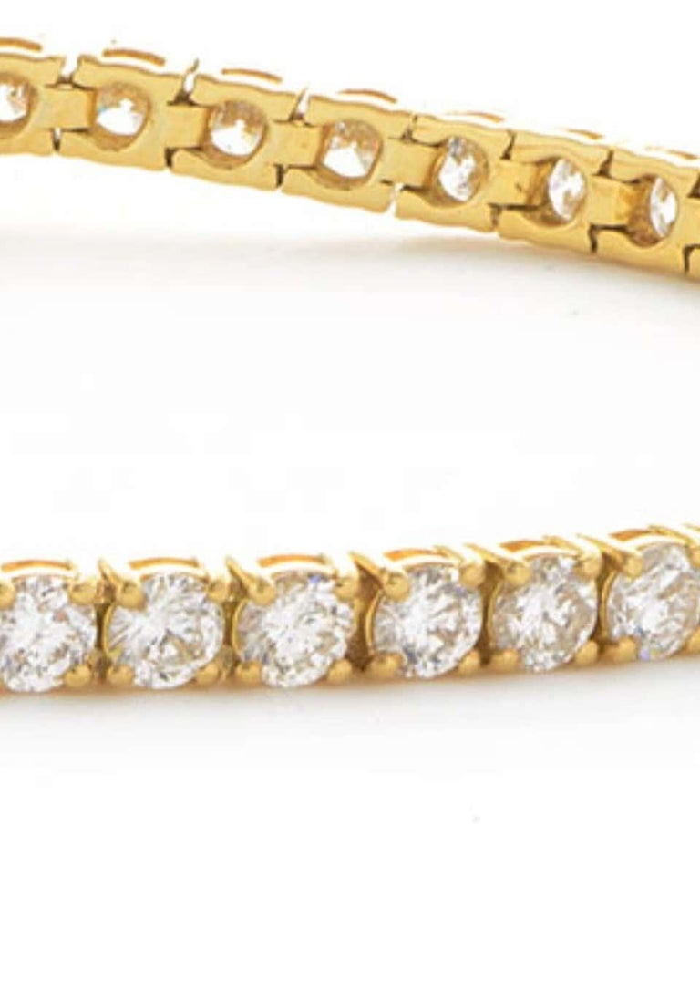 5 Carat Four Prong Round Diamond 18 Karat Gold Riviera Line Tennis Bracelet In New Condition For Sale In London, GB
