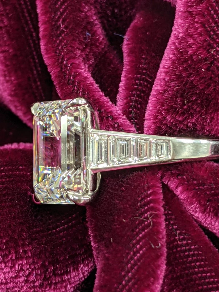 5 Carat H VVS2 Emerald Cut Diamond Ring in Platinum, GIA In New Condition For Sale In New York, NY