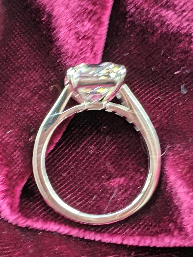Women's 5 Carat H VVS2 Emerald Cut Diamond Ring in Platinum, GIA For Sale