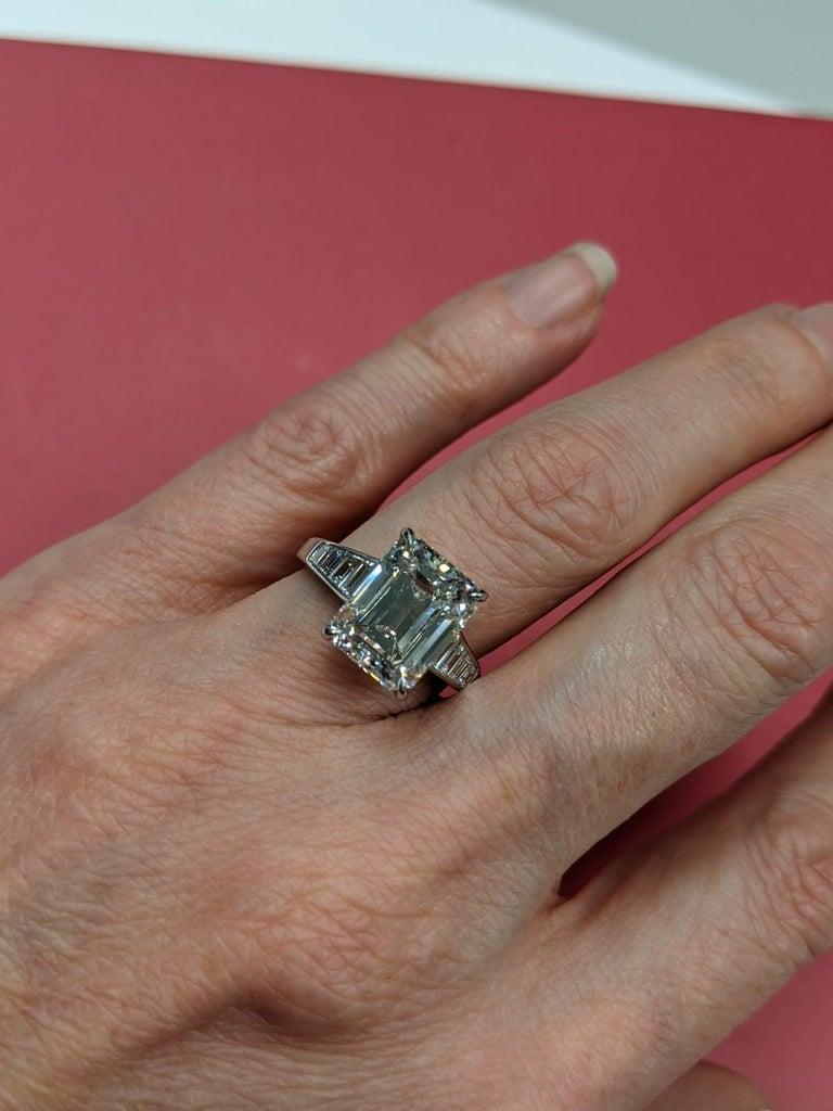 5 Carat H VVS2 Emerald Cut Diamond Ring in Platinum, GIA For Sale 2