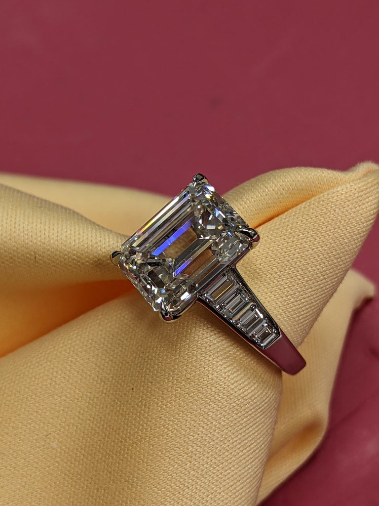 5 Carat H VVS2 Emerald Cut Diamond Ring in Platinum, GIA For Sale 3