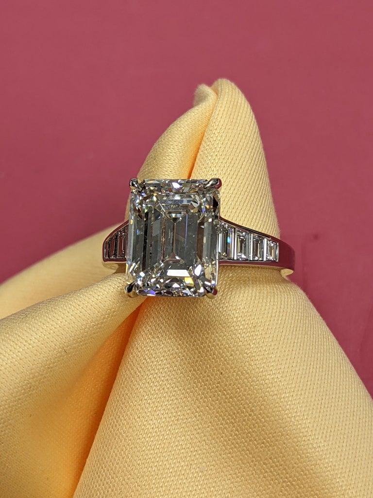 5 Carat H VVS2 Emerald Cut Diamond Ring in Platinum, GIA For Sale 4