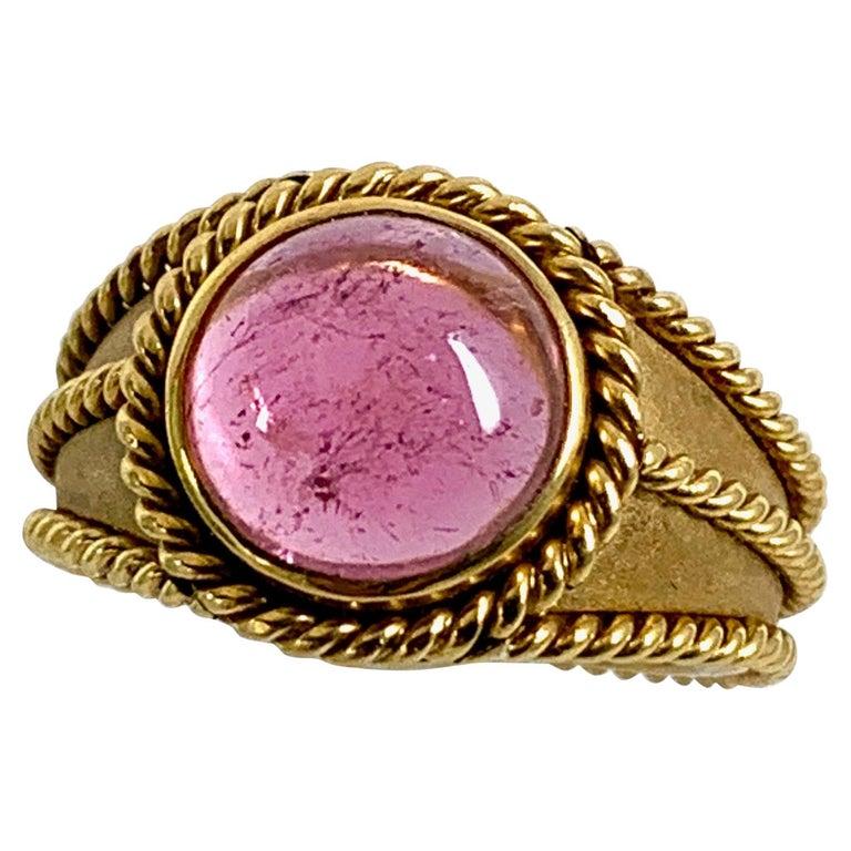 5 Carat Pink Tourmaline in Brushed 18 Karat Yellow Gold Signet Ring, circa 1970 For Sale