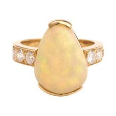 5 Carats Ethiopian Opal Diamonds 18 Karat Yellow Gold Ring