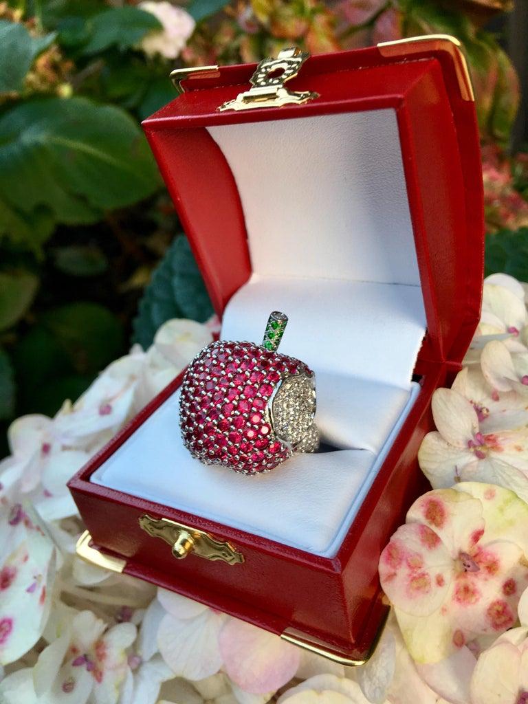 5 Carats Ruby Diamond 18 Karat Gold New York, New York Big Apple Cocktail Ring For Sale 10