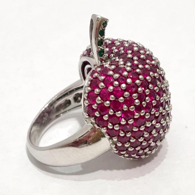 5 Carats Ruby Diamond 18 Karat Gold New York, New York Big Apple Cocktail Ring For Sale 2